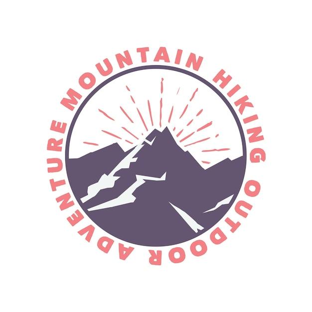 Outdoor-abenteuer der bergwanderung mit logo-design mit flacher illustration der berge Premium Vektoren
