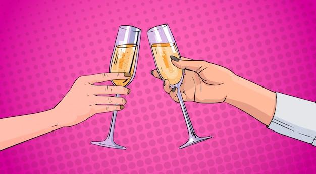 Paar hände klirren glas champagner wein pop art retro pin up background rösten Premium Vektoren