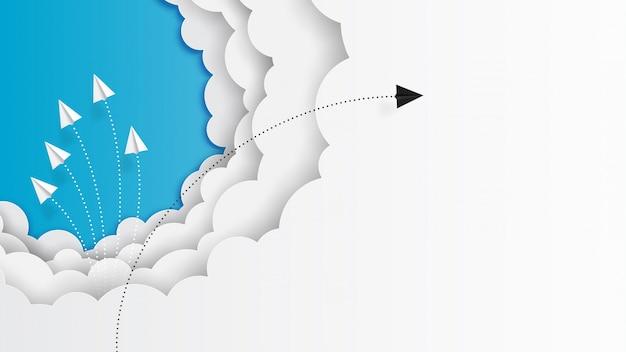 Papierflugzeugteamworkfliegen auf wolken und blauem himmel Premium Vektoren