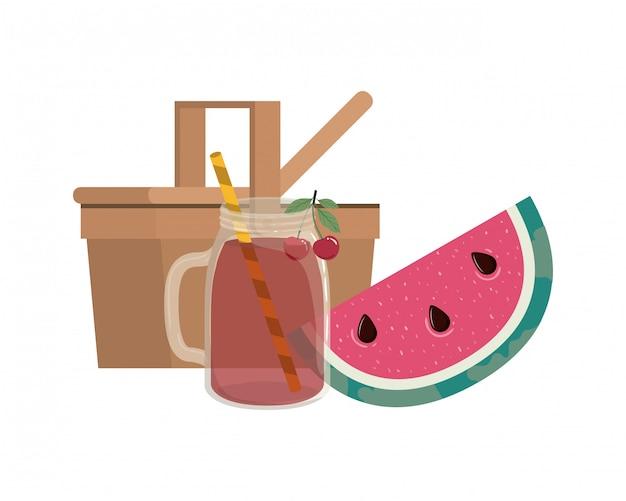 Picknickkorb mit erfrischungsgetränk für den sommer Kostenlosen Vektoren