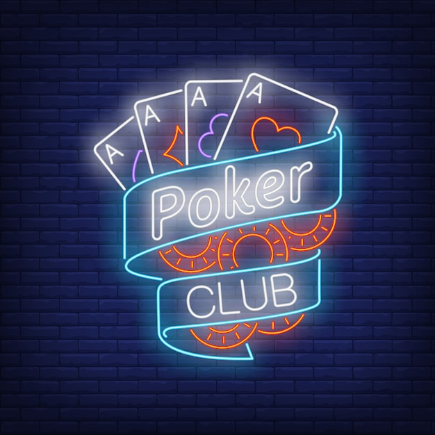 Pokerclub-neontext auf band mit spielkarten und chips Kostenlosen Vektoren