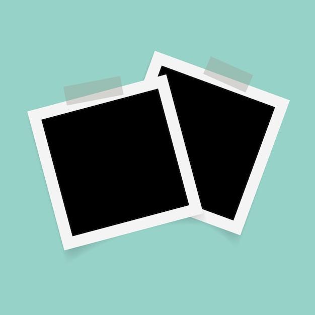 Quadratische fotorahmen mit klebeband auf grünem hintergrund. Premium Vektoren