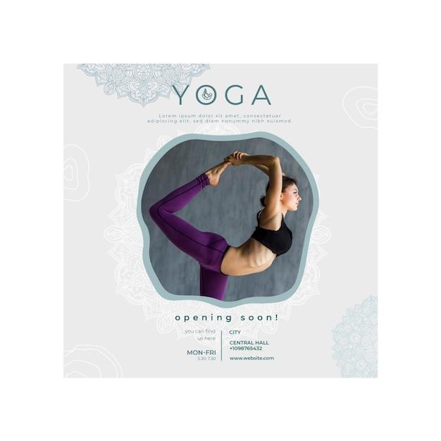 Quadratischer flyer zum üben von yoga Premium Vektoren