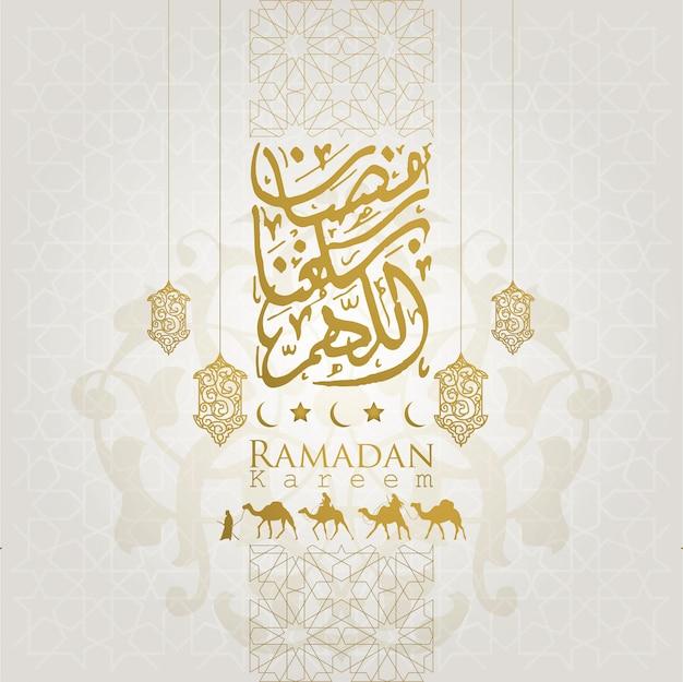 Ramadan kareem grußlistenhintergrund mit arabischem reisenden auf kamel und schöner arabischer kalligraphie Premium Vektoren