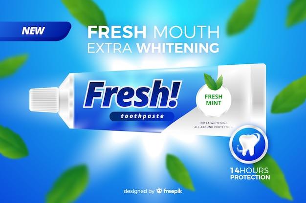 Realistische anzeige von frischer zahnpasta Kostenlosen Vektoren