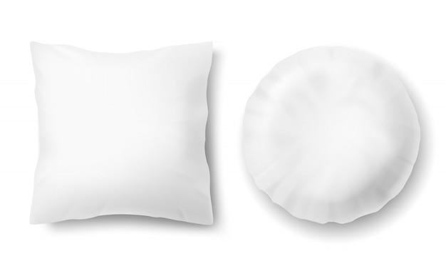 Realistische bequeme kissen 3d - quadrat, rund, verspottet vom weißen flaumigen kissen Kostenlosen Vektoren