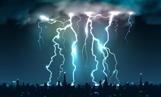 Realistische blitzblitze blitzt zusammensetzung von blitzschlägen und von blitzschlägen auf nächtlichem himmel mit stadtbildschattenbild Kostenlosen Vektoren