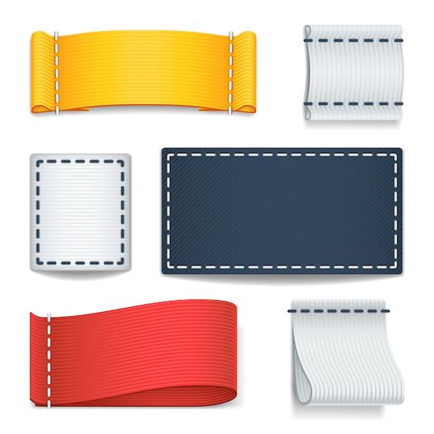 Realistische farbe leere stoffetiketten, abzeichen mit nähset Premium Vektoren