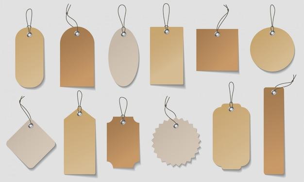 Realistische preisschild gesetzt. stellen sie organische etiketten aus weißem und braunem papier in verschiedenen formen her. Premium Vektoren