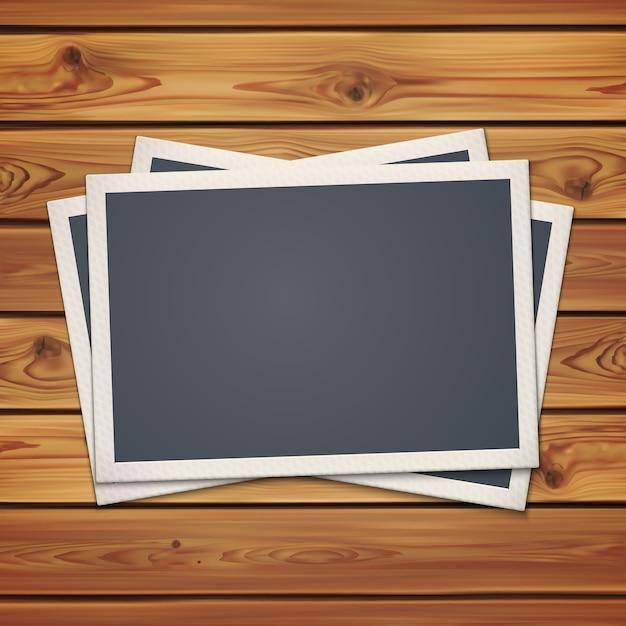 Realistische vintage fotorahmen, auf realistischen holzbrettern, planken. illustration. Premium Vektoren