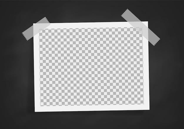 Realistischer retro fotorahmen auf tafelentwurf Premium Vektoren