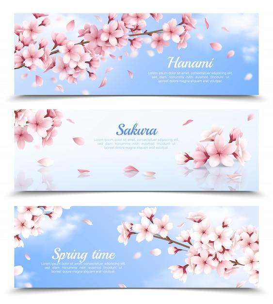 Realistischer satz von drei horizontalen fahnen mit blühenden sakurablumen auf lokalisierter illustration des hintergrunds des blauen himmels Kostenlosen Vektoren
