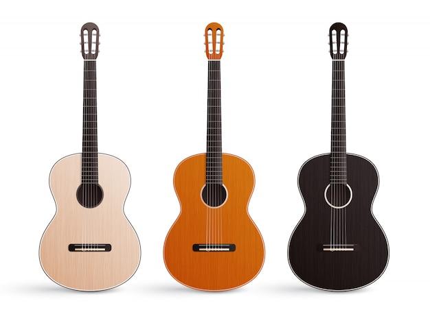Realistischer satz von drei klassischen hölzernen akustikgitarren mit den nylonsaiten lokalisiert auf weiß Kostenlosen Vektoren