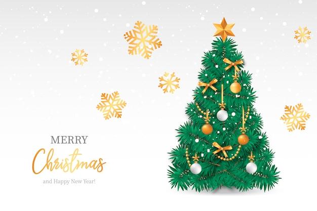 Realistischer weihnachtsbaum mit snowy-hintergrund Kostenlosen Vektoren