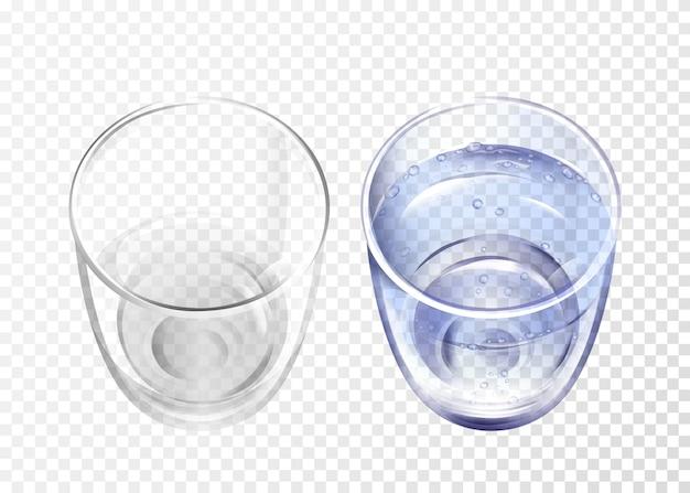 Realistisches glas leer und tasse mit blauem wasser auf transparentem hintergrund. Kostenlosen Vektoren
