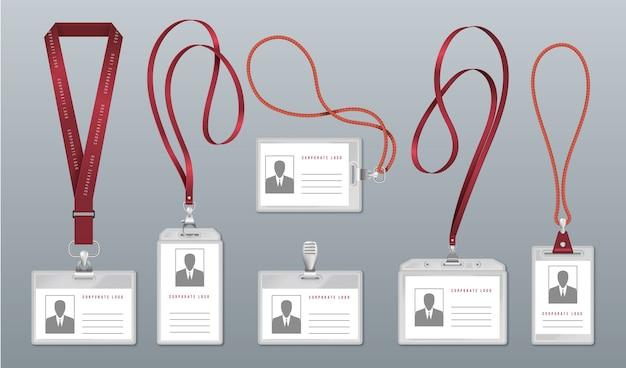Realistisches lanyard-abzeichen. mitarbeiteridentifikationsetikett, leere plastikausweishalter mit halsbändern. Premium Vektoren