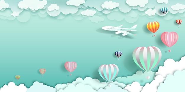 Reisen sie glücklich mit luftballons und flugzeug auf wolke. Premium Vektoren