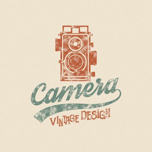 Retro- plakat- oder logoschablone mit alter kameraikone. getrennt auf grunge halbtonbild Premium Vektoren