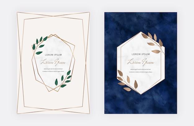 Rosa und dunkelblaue botanische designkarten mit geometrischen marmorrahmen und -blättern. trendige vorlagen Premium Vektoren