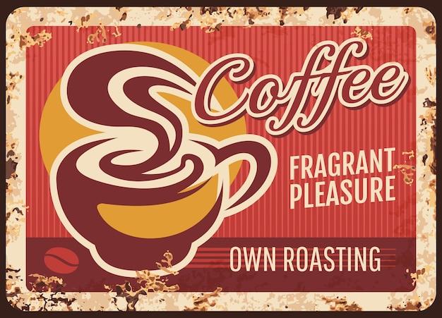 Rostige metallplatte des coffeeshops. tasse heißes kaffeegetränk, dampfender americano oder espresso. cafe, kaffeehaus mit lokal gerösteten bohnen retro banner, grungy zeichen oder poster mit rost textur Premium Vektoren