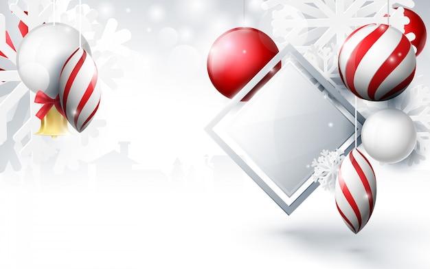 Rote und weiße weihnachtsbälle mit verzierungsschneeflocken, goldglocke und geometrisch auf bokeh hintergrund Premium Vektoren