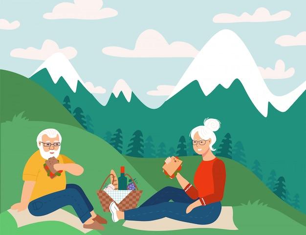 Ruhestandspaar, das picknick in den bergen hat glückliche ruhestandswohnungsskizzenillustration. älterer mann und frau sitzen auf boden. Premium Vektoren