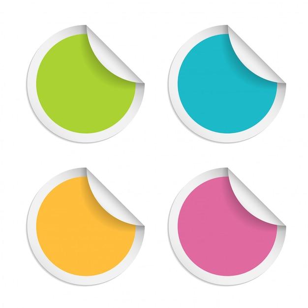 Runde aufkleber mit dem gekräuselten rand lokalisiert auf weißem hintergrund Premium Vektoren
