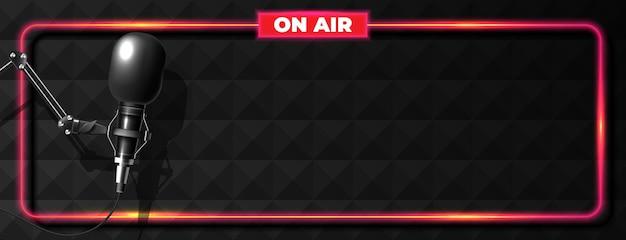 Rundfunk- oder podcasting-banner mit mikrofon Kostenlosen Vektoren