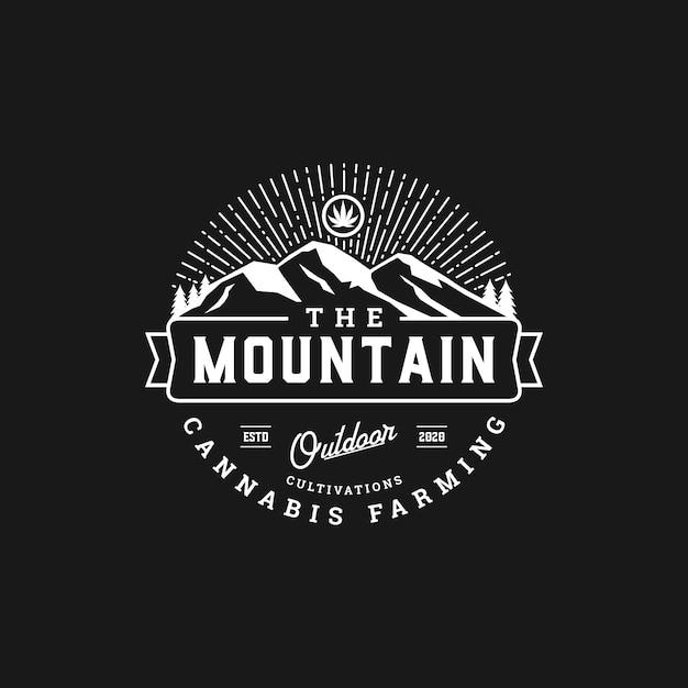 Rustikale abzeichen berg cannabis outdoor-anbau logo design Premium Vektoren
