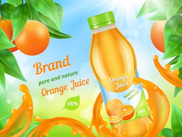 Saft-werbeplakat. realistischer illustrationssaft trägt plastikflasche spritzt herein früchte Premium Vektoren