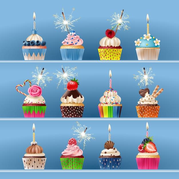 Sammlung von festlichen cupcakes mit wunderkerzen und kerzen. Kostenlosen Vektoren
