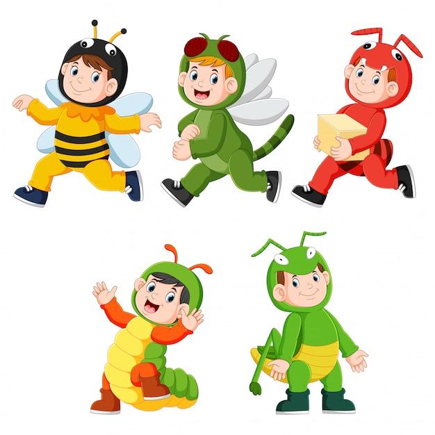 Sammlung von kindern, die niedliche insektentierkostüme tragen Premium Vektoren