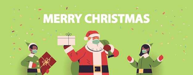 Santa claus mit afroamerikaner-elfen in masken, die geschenke halten frohes neues jahr frohe weihnachtsfeiertage feiern konzeptporträt horizontale vektorillustration Premium Vektoren