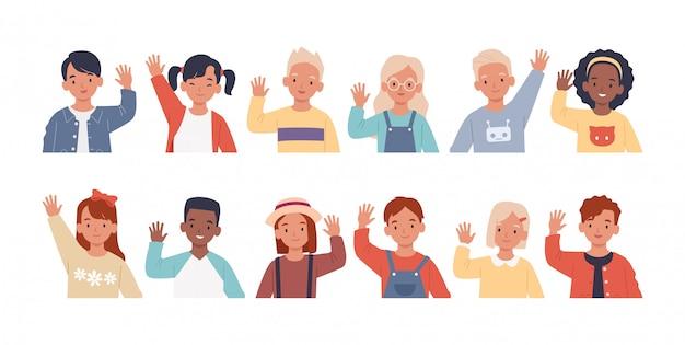 Satz kinder, die ihre hände zur begrüßung winken. sammlung von kindern, jungen und mädchen grüßen, hände heben. illustration in einem flachen stil Premium Vektoren