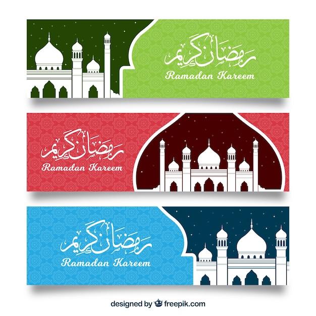 Satz ramadan-fahnen mit moscheen in der flachen art Kostenlosen Vektoren