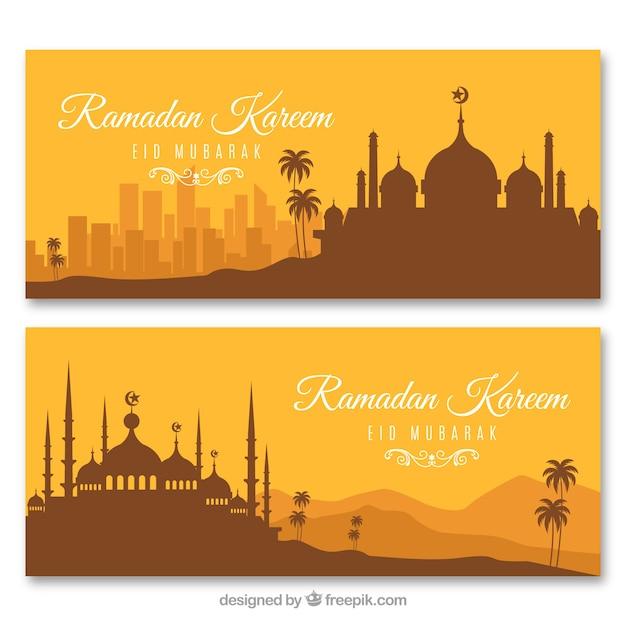 Satz ramadan-fahnen mit moscheenschattenbildern in der flachen art Kostenlosen Vektoren