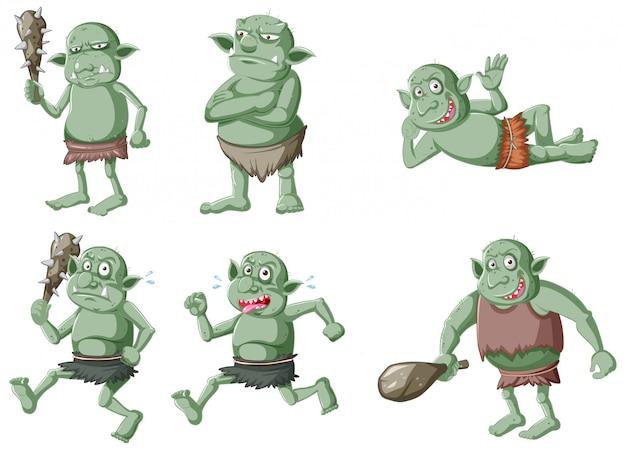 Satz von dunkelgrünem kobold oder troll in verschiedenen posen in der zeichentrickfigur isoliert Kostenlosen Vektoren