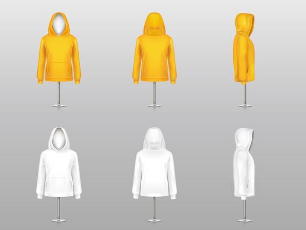 Satz von realistischen hoodies auf mannequins und metallstangen, sweatshirtmodell mit langem ärmel Kostenlosen Vektoren