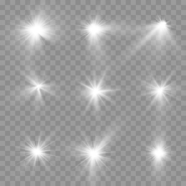 Satz weiß leuchtendes licht auf einem transparenten hintergrund platzen, leuchtende helle sterne, der stern platzte vor brillanz, weiße sonnenstrahlen, lichteffekt, sonneneruption mit strahlen ,, Premium Vektoren