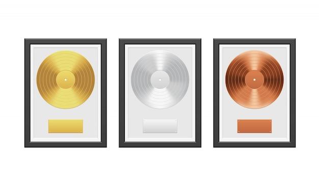 Schallplatte aus gold, silber und bronze mit schwarzem rahmen auf weißer mauer Premium Vektoren