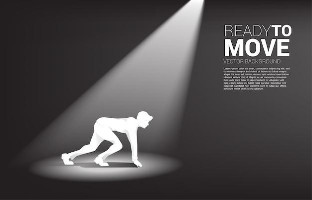Schattenbild des geschäftsmannes bereit, in scheinwerferlicht zu laufen. Premium Vektoren