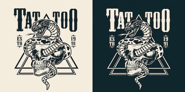 Schlange mit schädel tattoo emblem verschlungen Kostenlosen Vektoren