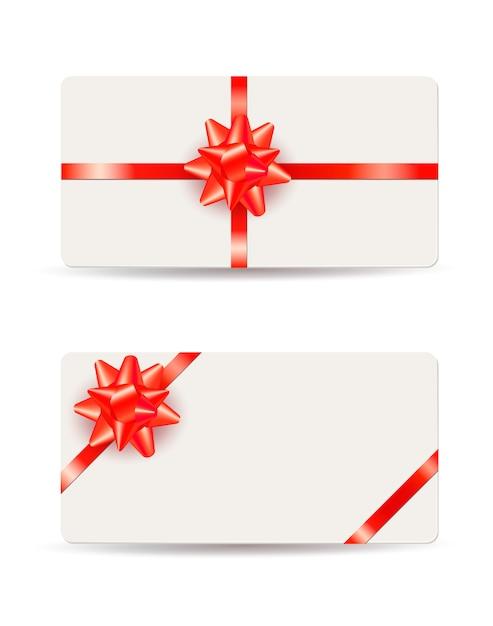 Schöne geschenkkarten mit roten bögen und farbbändern getrennt auf weiß Premium Vektoren