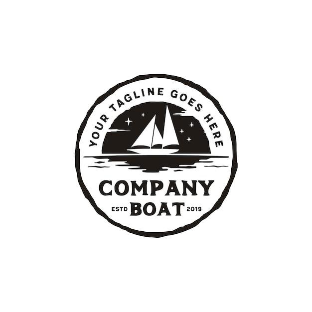 Segelboot-schattenbild-rustikales emblem logo design Premium Vektoren