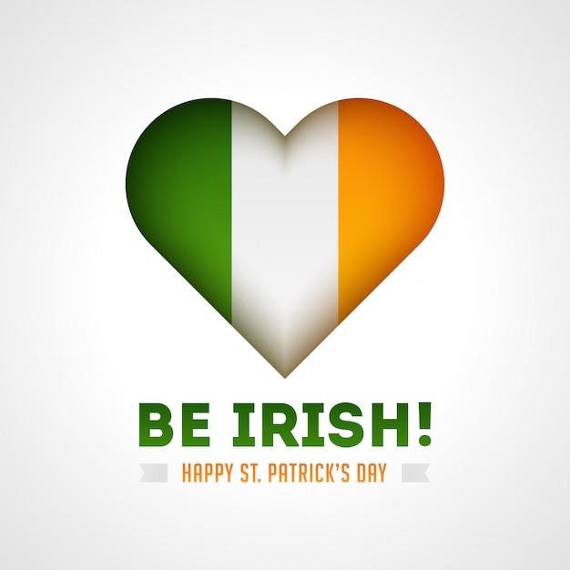 Sei irisch! glücklich st. patricks tageskarte mit glänzendem herzen in irland flaggenfarbe auf weiß Premium Vektoren