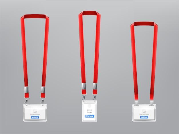 Set mit drei realistischen plastikabzeichen, halterungen mit metallclips und roten lanyards Kostenlosen Vektoren