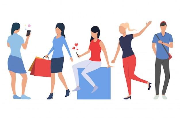 Set von kunden. mann und frau beim einkaufen Kostenlosen Vektoren