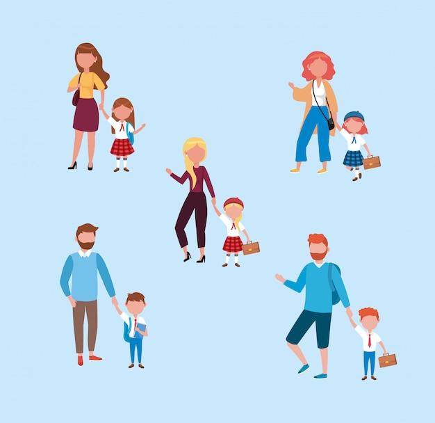 Set von müttern und vätern mit ihren mädchen und jungen studenten Kostenlosen Vektoren
