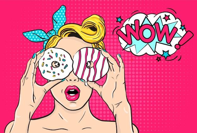 Sexy pop-art überraschte frau mit schaumgummiringen in den händen Premium Vektoren