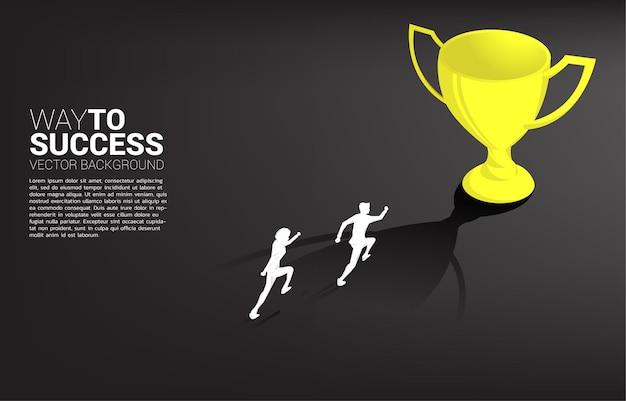 Silhouette geschäftsmann läuft zu champion trophäe. geschäftskonzept des führungsziels und der vision mission Premium Vektoren